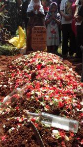 Proses pemakaman jenasah Bella